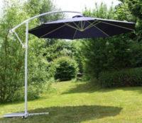 Modrý zahradní slunečník s průměrem 3 metry