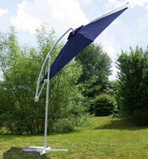Možnost naklopení slunečníku až do téměř vertikální polohy