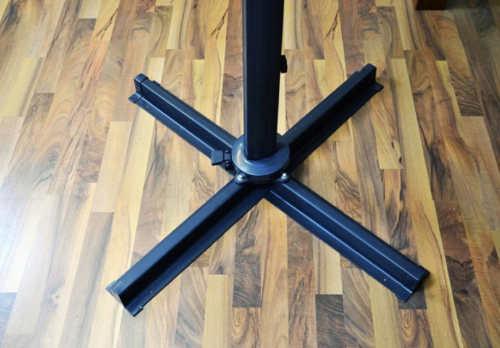Ocelový podstavec slunečníku s možností přišroubování k podlaze terasy