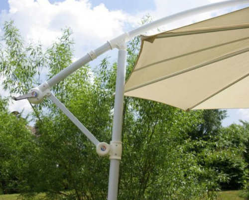 Prakticky slunečník k terase s boční nohou a klikou
