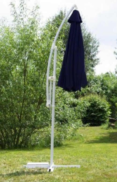 Složený zahradní slunečník s boční nohou