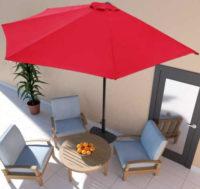 Levný červený půlkruhový slunečník na terasu