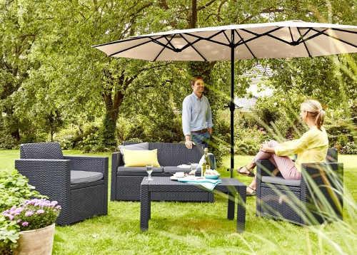 Zahradní nábytek umělý ratan a velký obdélníkový slunečník
