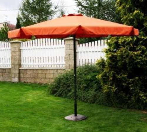 Oranžový zahradní slunečník s průměrem klobouku 4 m
