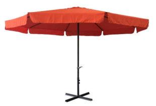 Velký oranžový zahradní slunečník s průměrem klobouku 4 metry