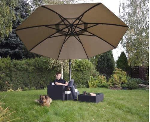 béžový luxusní zahradní slunečník